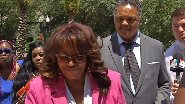 Corrine Brown and Jessie Jackson arrive Monday afternoon at the Federal Courthouse.