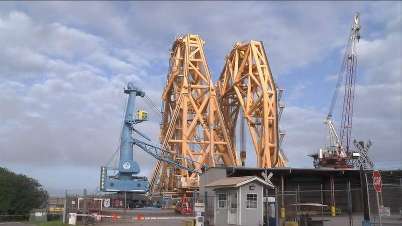 Heavy-lifting crane that will remove Golden Ray set to arrive in St. Simons Sound