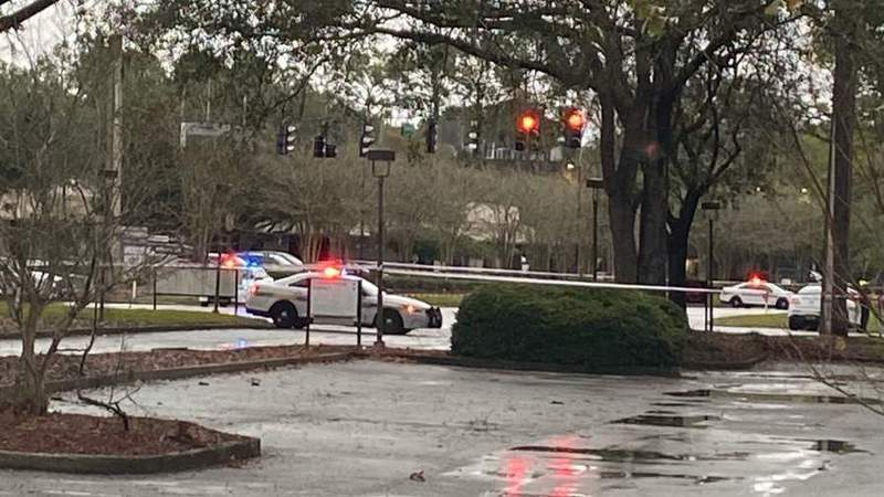 Armed robbery suspect dies after Baymeadows police chase, JSO says
