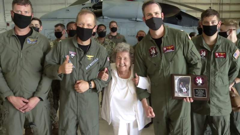 WWII veteran celebrates 100th birthday with helicopter ride at Naval Station Mayport.mp4