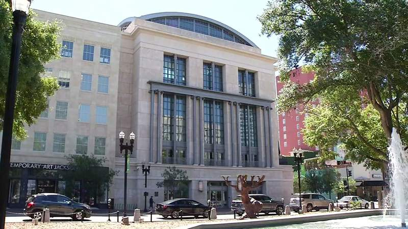Downtown Jacksonville Main Library faces Hemming Pla,.
