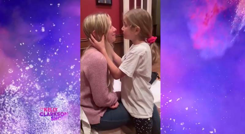 A nine-year-old girl didn't like that her 25-year-old sister was feeling down in the dumps, so she gave her a very spirited pep talk. (The Kelly Clarkson Show)