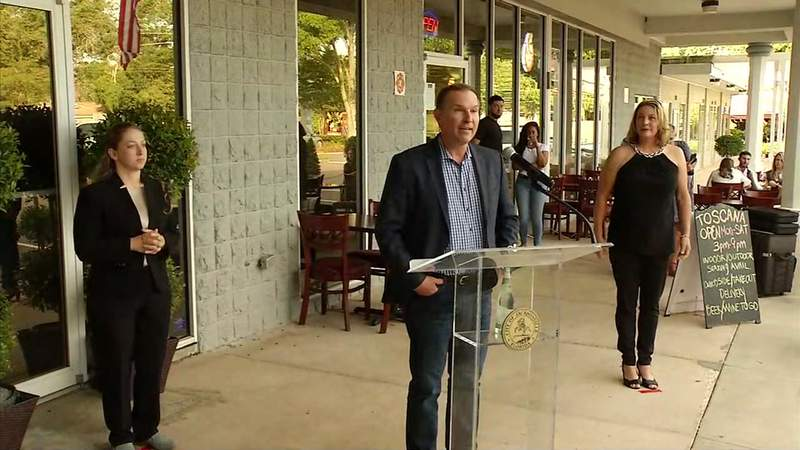 On Monday evening, Jacksonville Mayor Lenny Curry held his first in-person news conference in weeks at Toscana Little Italy on Hendricks Avenue.