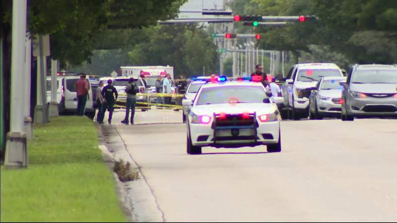Two Police Officers Wounded, Gunman Killed in Shootout in Miami