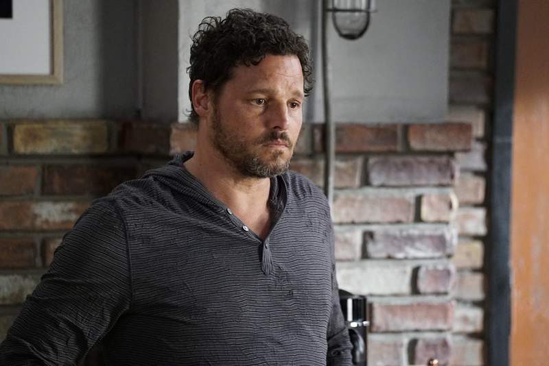 """This image released by ABC shows Justin Chambers in a scene from """"Grey's Anatomy."""" Chambers, who played Alex Karev on the show, left last season after a 15-year run. (Kelsey McNeal/ABC via AP)"""