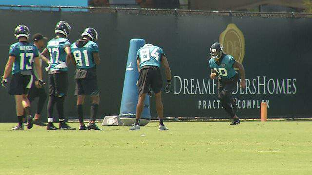 Terrelle Pryor (No. 10, right) joined the Jaguars for Monday's organized team activities after signing a contract.