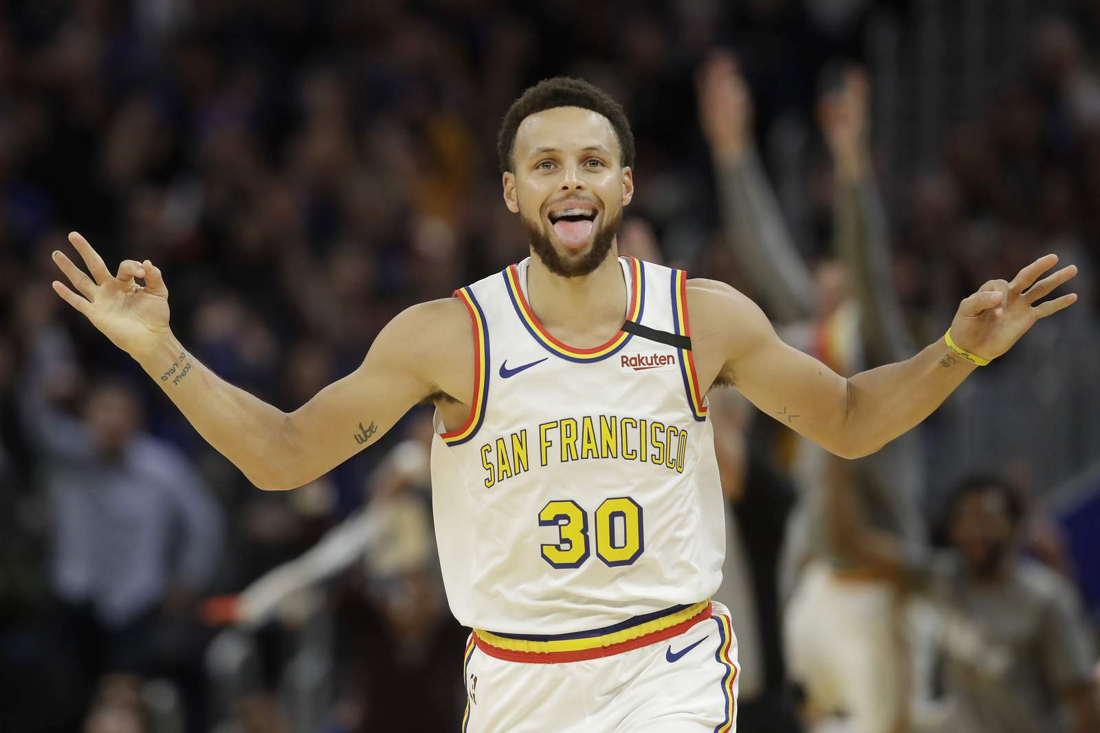 Warriors' Stephen Curry sits out against 76ers with flu