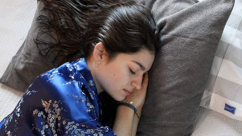 This innovative pillowcase allows you go to bed even if with wet hair.