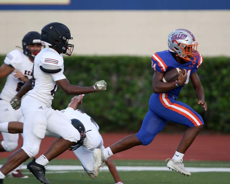 Bolles RB Azeh Kani (34) breaks off a long run against Bishop Kenny during a scrimmage at Skinner-Barco Stadium on Sept. 4. (Ralph D. Priddy)