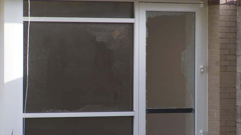 More than 24 windows smashed at Jacksonville Post Office overnight