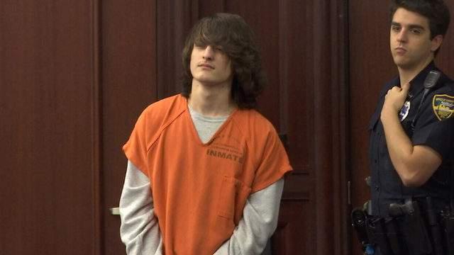 Logan Mott enters court for Nov. 19 pretrial hearing.