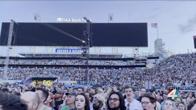 Fans line up for Hella Mega Tour concert despite heat