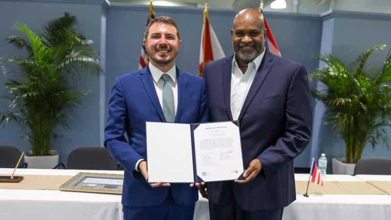 Joel A. Pizá Batiz, executive director for the Puerto Rico Ports Authority, and JaxPort CEO Eric Green signed a memorandum of understanding Monday to strengthen the ports' relationship.