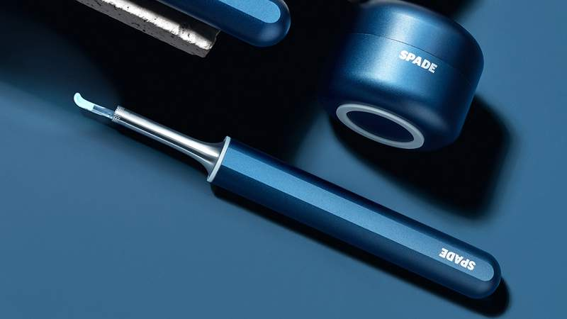 See the build up and safely remove ear wax with this smart tool.