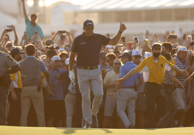 KIAWAH ISLAND, SOUTH CAROLINA - MAY 23: Phil Mickelson of the United States gives a thumbs up as he walks to the 18th green during the final round of the 2021 PGA Championship held at the Ocean Course of Kiawah Island Golf Resort on May 23, 2021 in Kiawah Island, South Carolina. (Photo by Jamie Squire/Getty Images)