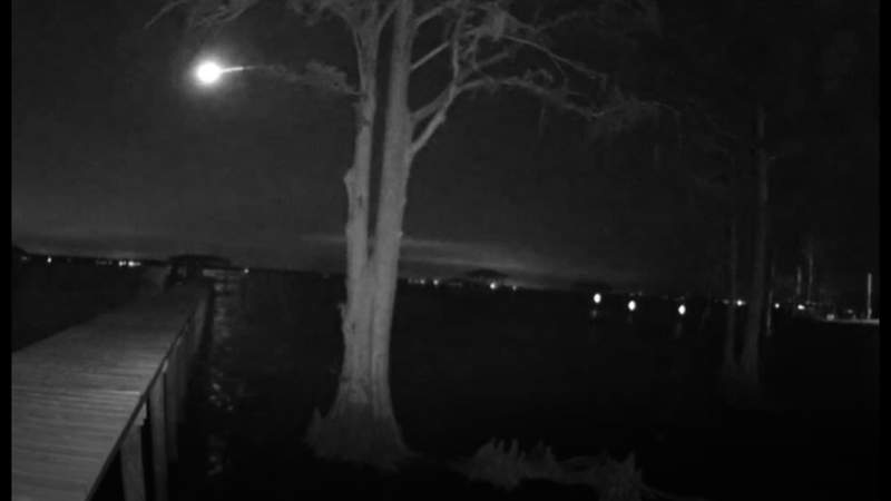 Green meteor streaks across the skies of Jacksonville