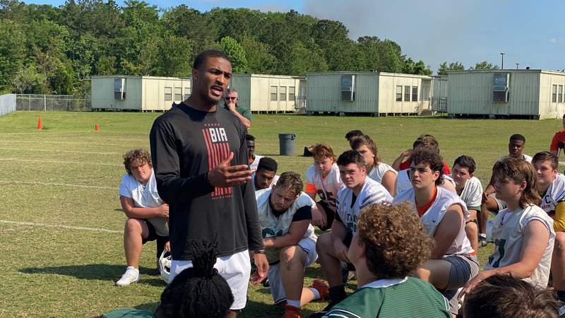 Former Trinity Christian and Ohio State cornerback Shaun Wade speaks to Mandarin High School football players on Tuesday during a practice.