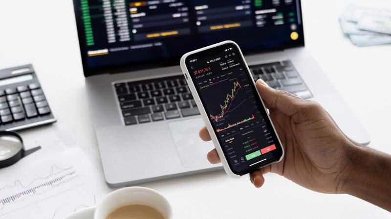 Learn to invest with this 11 course training