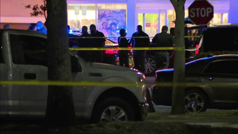 BSO deputy shoots man at shopping center in North Lauderdale