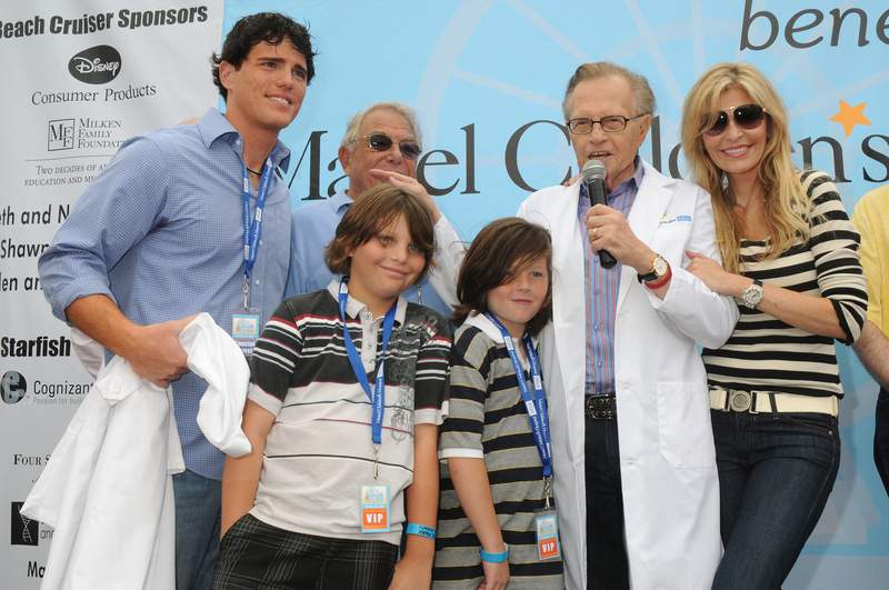 SANTA MONICA, CA - OCTOBER 18:  Larry King, Shawn King, and sons Danny Southwick, Cannon King, Chance King enjoy the ceremony at the Mattel Party On The Pier on October 18, 2009 in Santa Monica, California.  (Photo by Heather Holt/Getty Images)