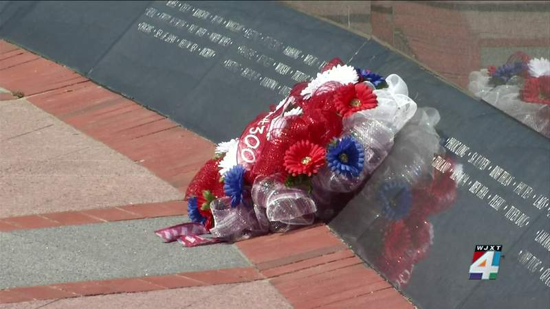 Families lay wreaths to honor fallen heroes