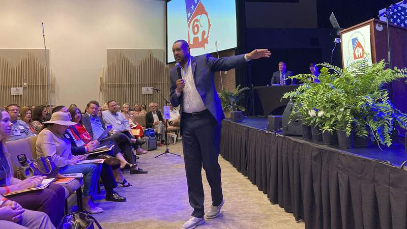 Former Democratic state Rep. Vernon Jones urges Republicans to vote for him for governor in 2022 at the 6th Congressional District convention in Alpharetta, Ga.