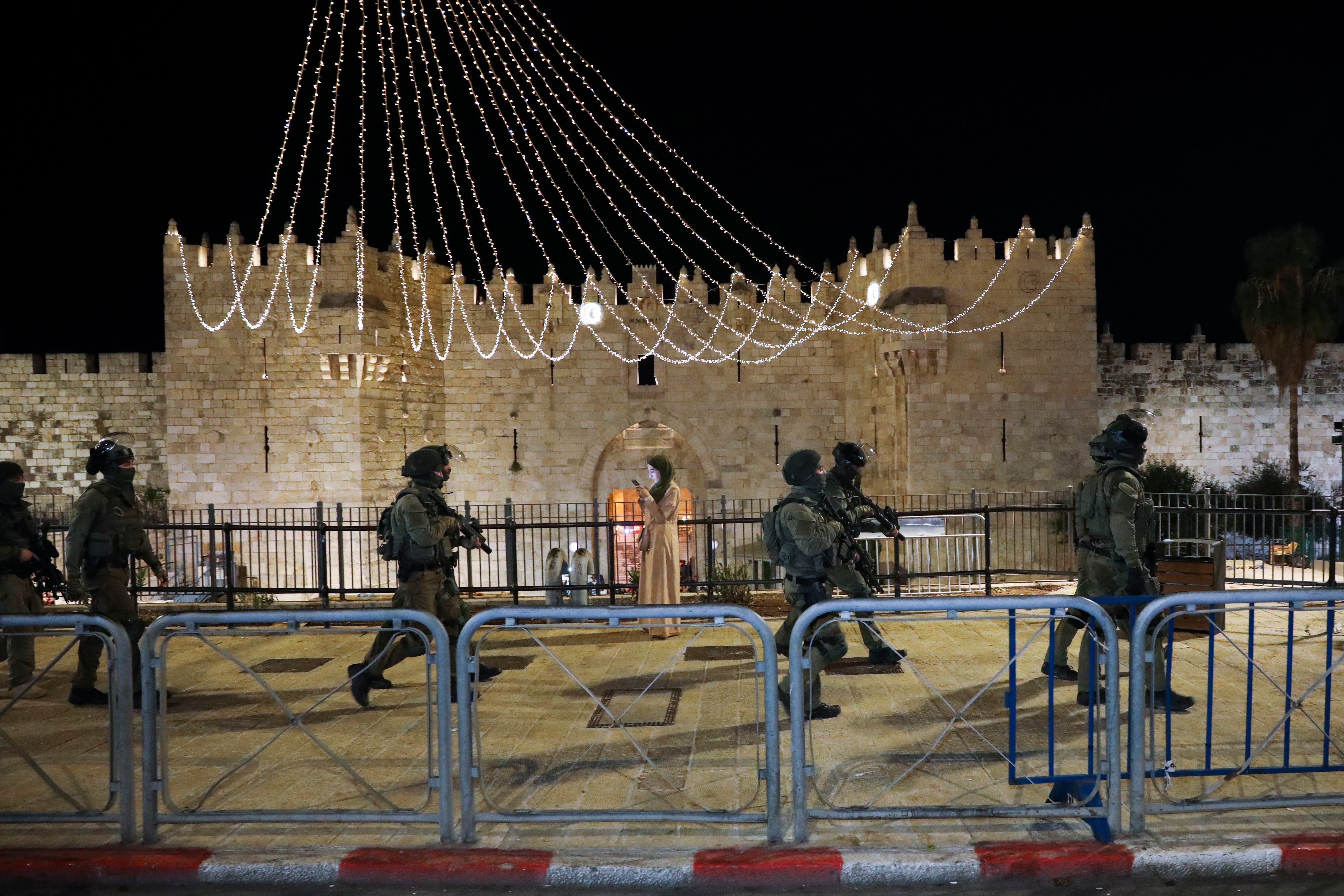Medics: 200 Palestinians hurt in Al-Aqsa clashes with police