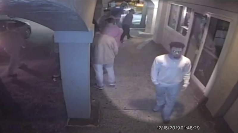 Jacksonville Beach police close in on attempted sexual battery suspects
