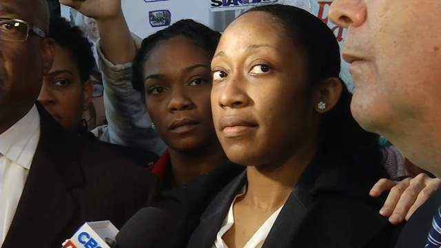 Marissa Alexander reads a statement after being released from jail.