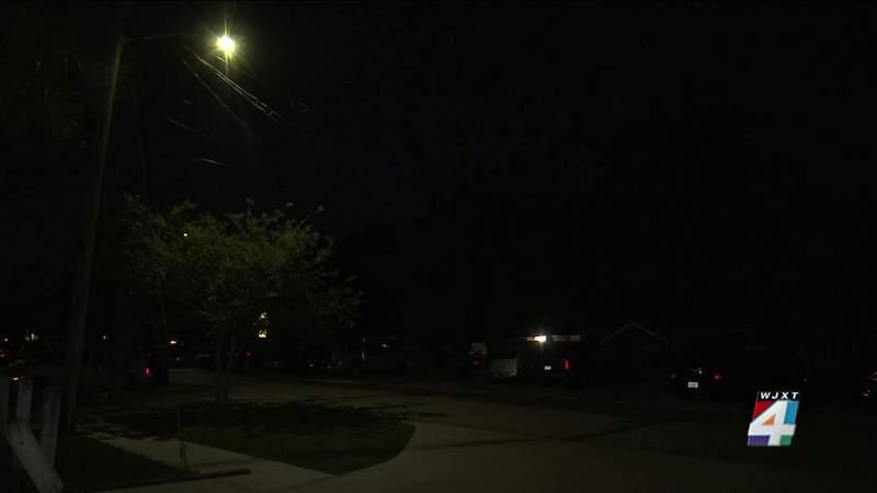 Residents, delivery drivers say Jacksonville neighborhood needs more lighting