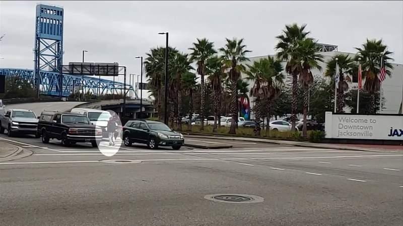 News4Jax reporter has close call with panhandler