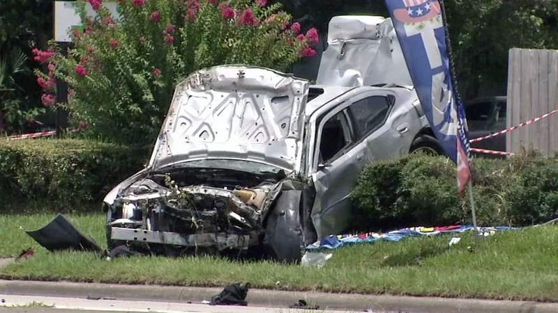 Car racing on Edgewood slams into sedan, kills woman, injures 3, JSO says