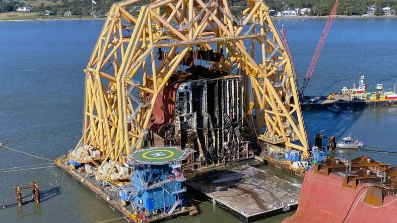 The Barge 455-8 receives Section 8, the stern of the Golden Ray wreck.