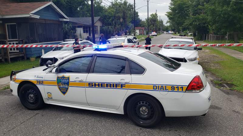 JSO homicide detectives investigate a shooting on Broadway Avenue the resulted in one man's death.