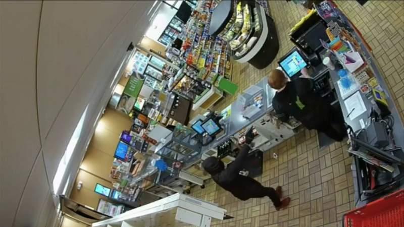 GF Default - Robber holds gun to head of Middleburg 7-Eleven clerk