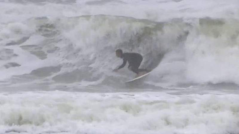 Nor'easter draws more than just surfers to Jacksonville Beach