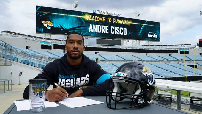 Jaguars third-round pick Andre Cisco signs his contract with the team.