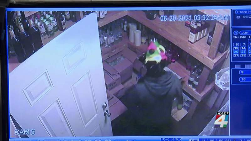 Owner offering reward for information in Clay County restaurant burglaries