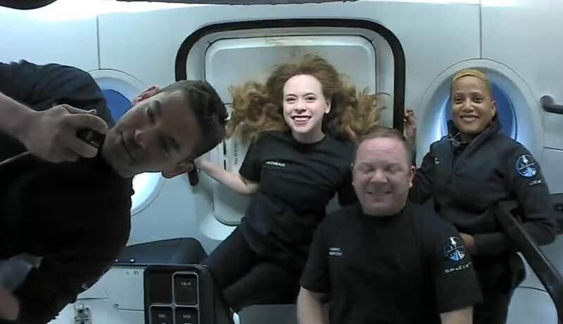 SpaceX's 1st tourists homeward bound after 3 days in orbit