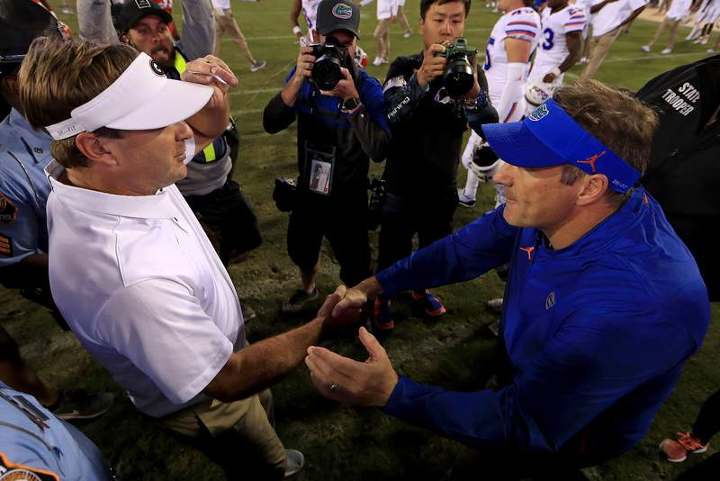 JACKSONVILLE, FL - OCTOBER 27:  Head coach Kirby Smart of the Georgia Bulldogs  and head coach Dan Mullen of the Florida Gators  shake hands following a game  at TIAA Bank Field on October 27, 2018 in Jacksonville, Florida.  (Photo by Mike Ehrmann/Getty Images)