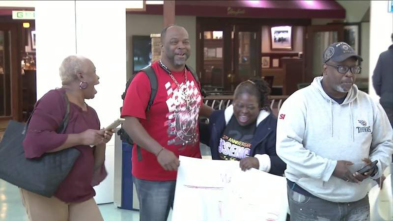 Family reunites at Jacksonville International Airport before Christmas